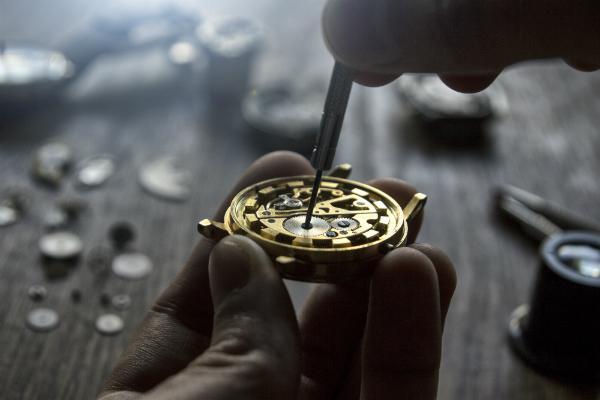 Das Zifferblatt einer Uhr kann bei der Herstellung sehr vielfältig gestaltet werden