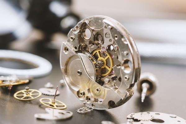 Teile einer automatischen Armbanduhr