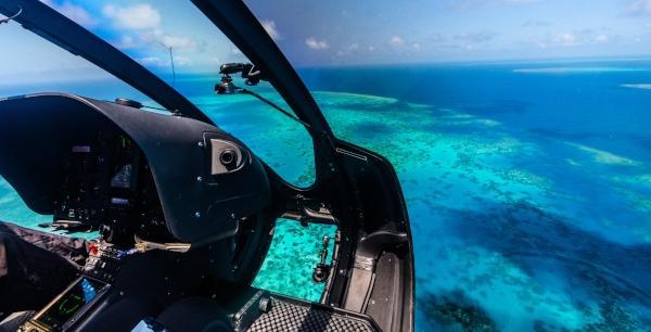 Hubschrauberflug ueber das Great Barrier Reef