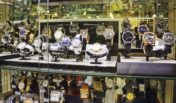 uhrenfachgeschaeft-juwelier-vor-ort-luxusuhr-verkaufen