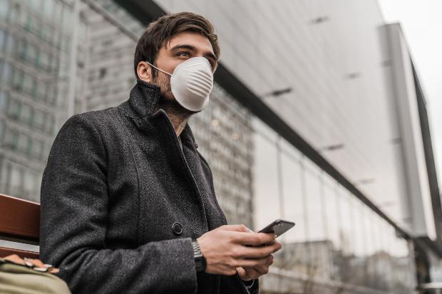 Mann mit Mundschutz - Baselworld 2020 abgesagt