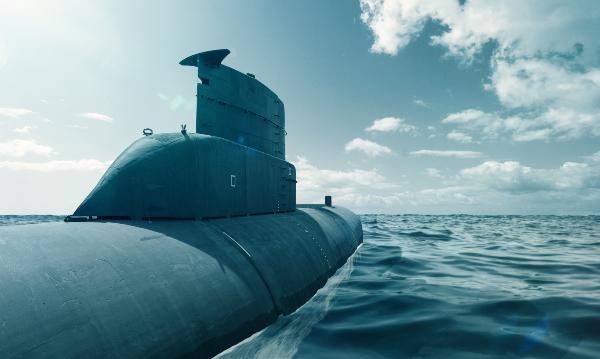Ein modernes U-Boot in Überwasserfahrt auf dem offenen Meer Sinn U1 DS