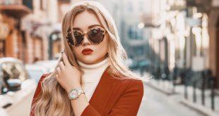 Frau mit eleganter Armbanduhr - Weihnachtsgeschenke 2020 für Damen