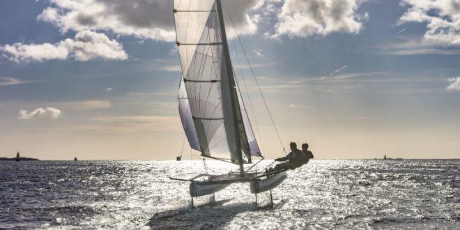 Segelboot im Alinghi Style